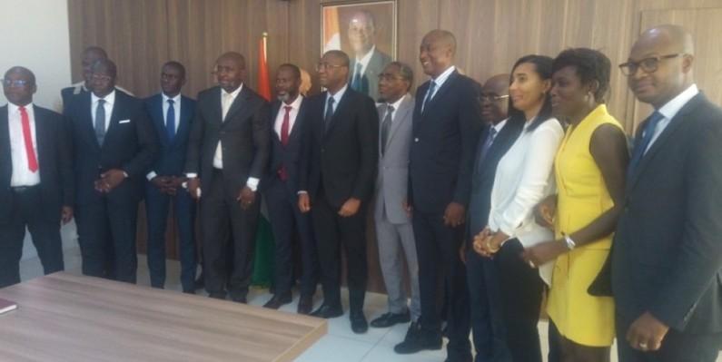 Le ministre Sidi Touré (au centre) et les afficheurs se sont engagés à relever ensemble les défis qui attendent le secteur de l'affichage publicitaire. (DR)