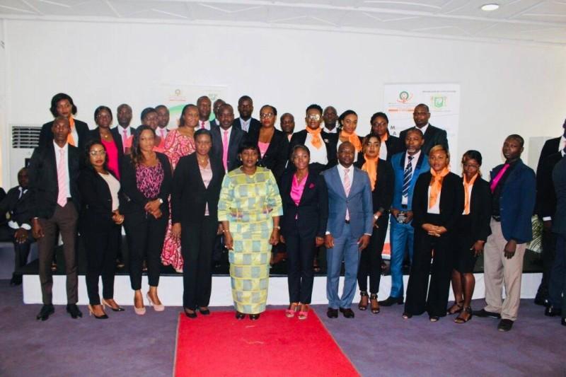 Photo de famille à l'issue de la cérémonie de présentation de vœux de nouvel an au ministre de la Modernisation de l'administration et de l'Innovation du service public. (DR)