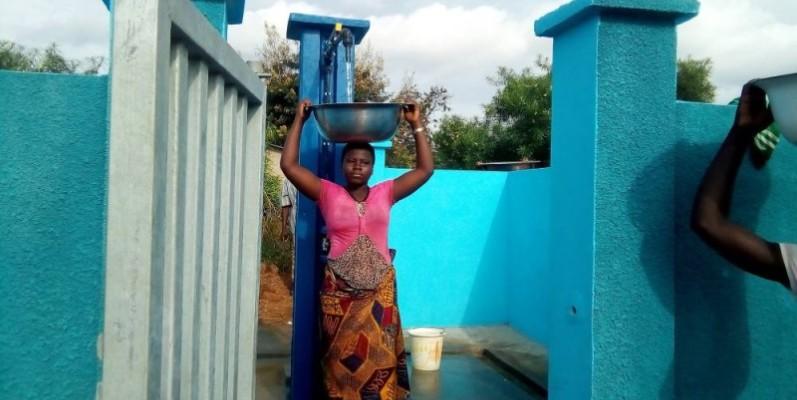 A l'initiative du Président de la République, Alassane Ouattara, le gouvernement déroule un vaste programme de raccordement des ménages aux sources d'eau potable. (N'Dri Célestin)