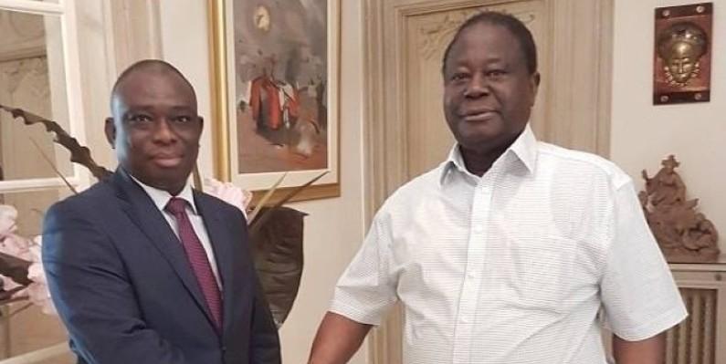 Kouadio Konan Bertin après un échange avec Henri Konan Bédié. (PDCI-RDA)