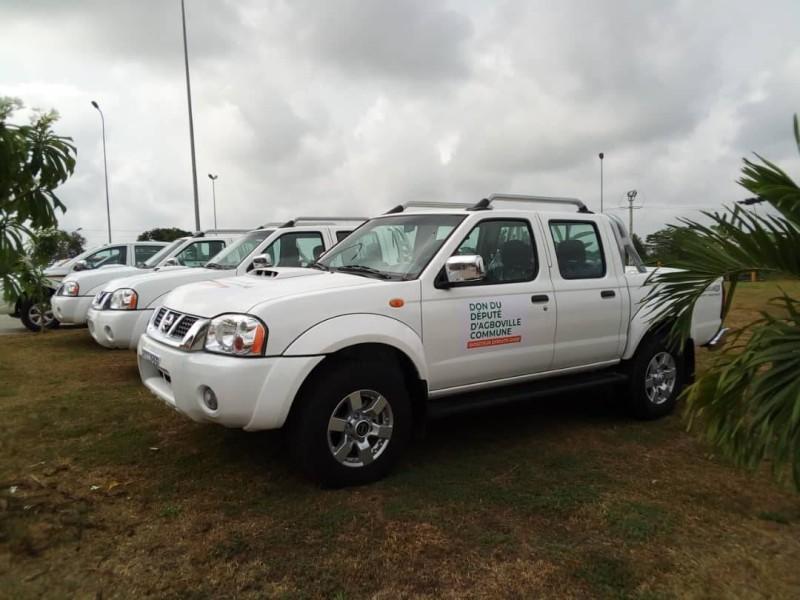 Une vue des des véhicules offerts par le député de la commune d'Agboville, Adama Bictogo (DR)