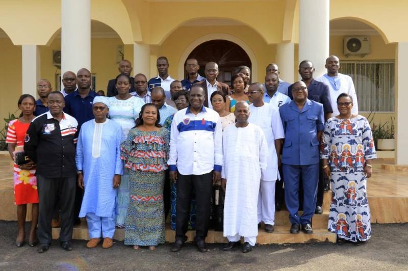 L'inspecteur général d'État a posé avec ses invités pour immortaliser la rencontre. (DR)