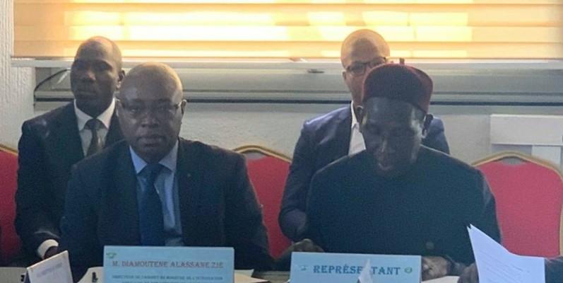 Diamouténé Alassane Zié (à gauche), directeur de cabinet du ministre de l'Intégration africaine et des Ivoiriens de l'extérieur, a présidé la rencontre. (DR)