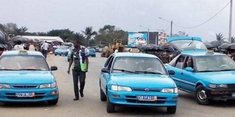 Le débrayage des chauffeurs des taxis communaux et gbakas à Yopougon crée d'énormes difficultés aux usagers. (DR)
