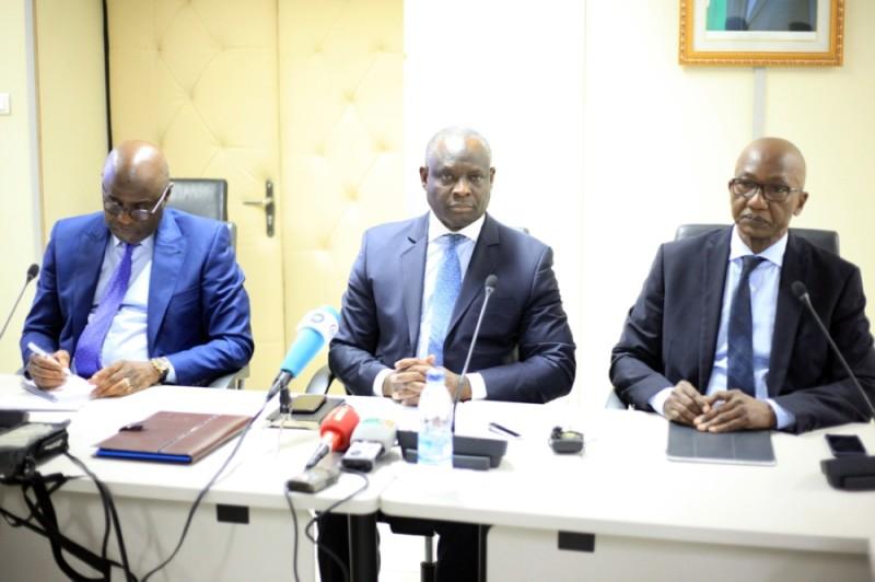 Ahmed Diomandé et Sinaly Silué (2e et 3e à partir de la gauche) ont invité les populations à quitter les zones concernées. (DR)