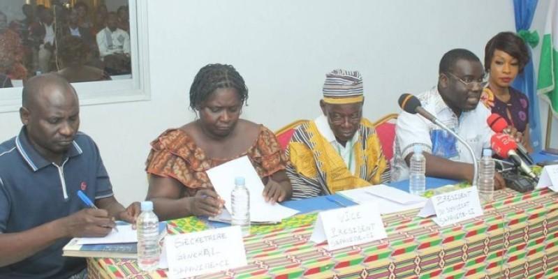 Joseph Dindji, commissaire général (2e à partir de la droite), s'est félicité de la tenue de la foire agricole commerciale de Côte d'Ivoire. (Dr)