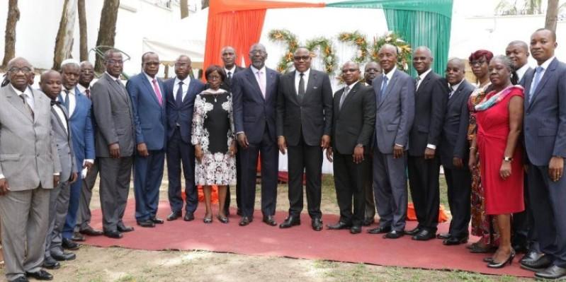 Des membres de la commissions centrale et le personnel de la Cei lors des échanges des vœux. (Dr)