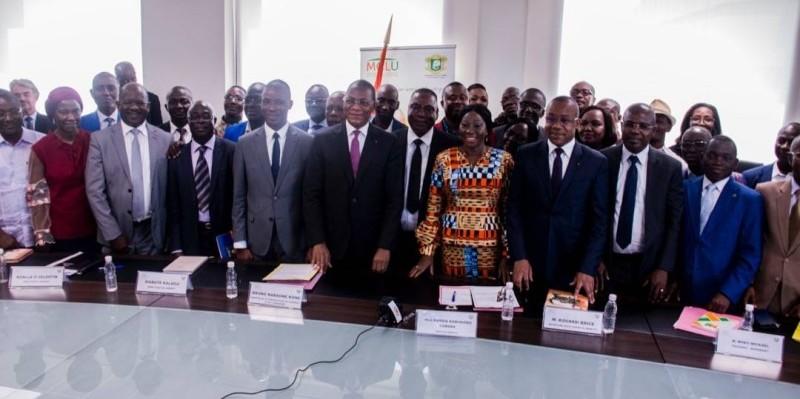 Les ministres Bruno Koné et Kandia Camara ont exhorté le personnel de l'Éducation nationale à s'inscrire pour l'atteinte des objectifs du projet. (DR)