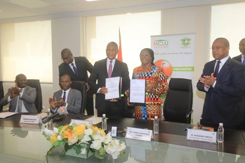 Les deux ministres, visiblement heureux d'avoir signé ce protocole. (DR)