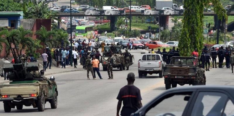 Des jeunes dispersés par les forces de l'ordre lors d'une marche. (DR)
