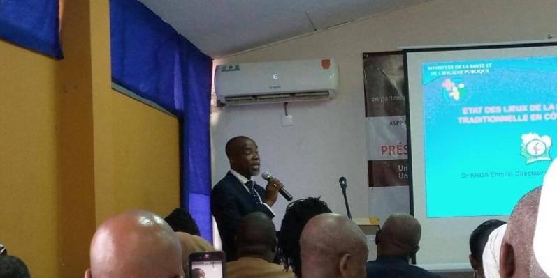 Dr Kroa Ehoulé, directeur coordinateur du Programme national de promotion de la médecine traditionnelle (Pnpmt), médecin-chercheur, faisant l'état des lieux de la médecine traditionnelle en Côte d'Ivoire. (DR)