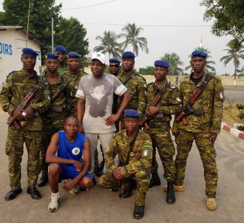 Le Colonel Gaoussou Koné, ce jeudi, dans la matinée après une séance de dégraissage avec ses éléments (DR)