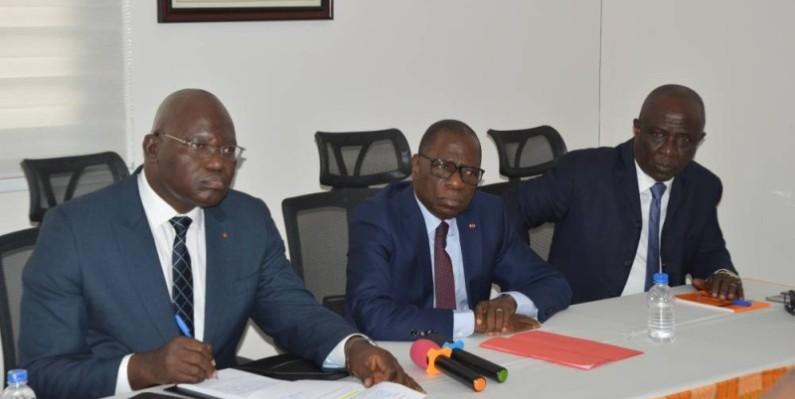 Emmanuel Ahoutou, le directeur de cabinet du Premier ministre (à gauche), a ouvert les travaux. (DR)