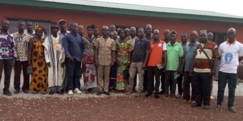 Des populations du canton Bougalou autour du sous-préfet. (DR)