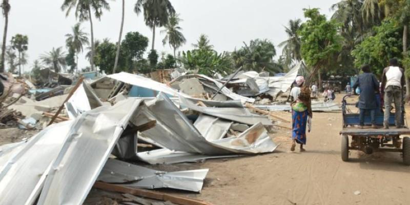 Les toits des habitations démolies (Julien Monsan)
