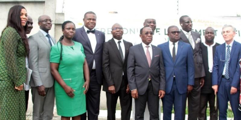 Photo de famille après le lancement du Forum international pharmaceutique par le ministre de la Santé et de l'hygiène publique, le Dr Aka Aouélé. (DR)