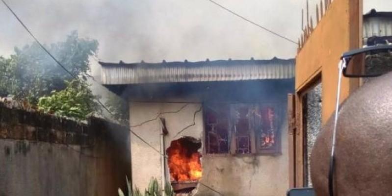 Une vue de la villa en feu. (AIP)