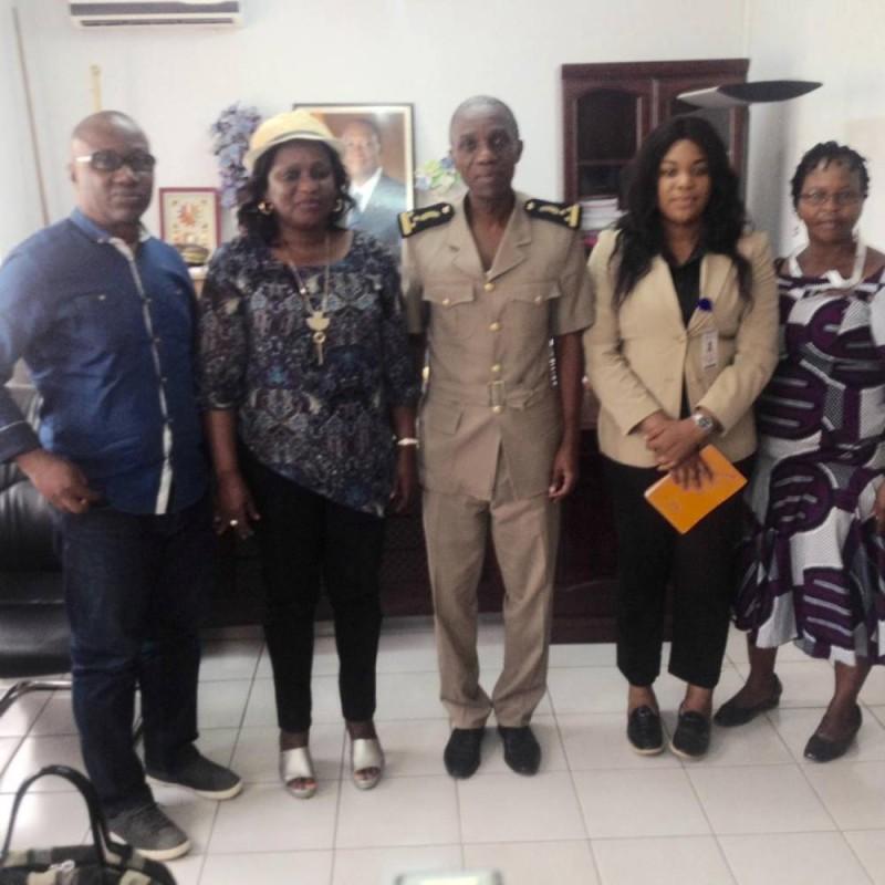 La délégation du Cndh pose avec le préfet (DR)