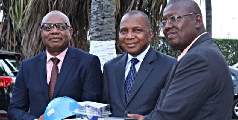 Le ministre des Mines, Jean-Claude Kouassi (au milieu). (DR)