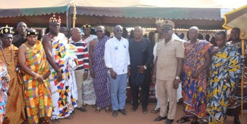 Le ministre Kobenan Kouassi Adjoumani et les chefs traditionnels d'Assuéfry ont parlé le même langage. (DR)