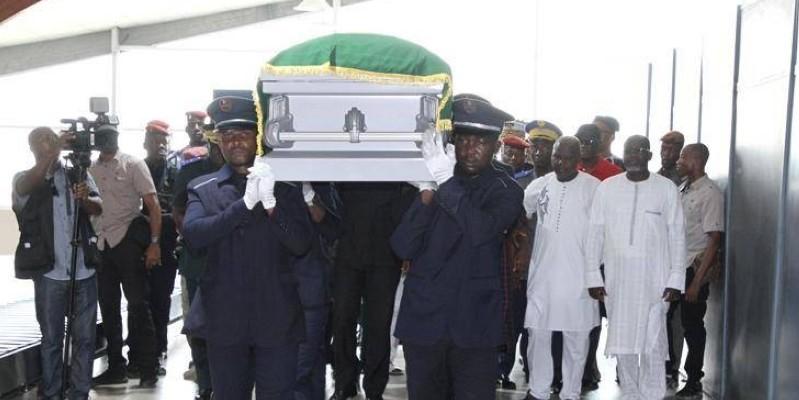Le corps du colonel-major Siaka Ouattara a été accueilli par les autorités ivoiriennes. (Joséphine Kouadio)