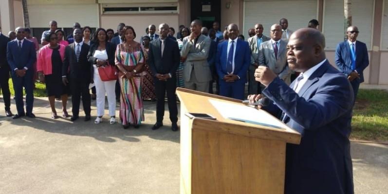Jean Blé Guirao s'adressant à ses hôtes lors de la cérémonie de salut aux couleurs. (Dr)