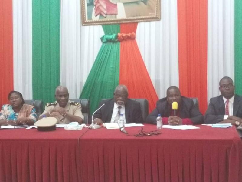 Philippe Legré avait à ses côtés, plusieurs cadres de la région du Gbôklê. (DR)