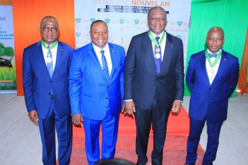 Lors de la cérémonie de présentation de vœux au ministre de tutelle (2e de la droite vers la gauche), plusieurs membres du gouvernement ont été distingués. (DR)