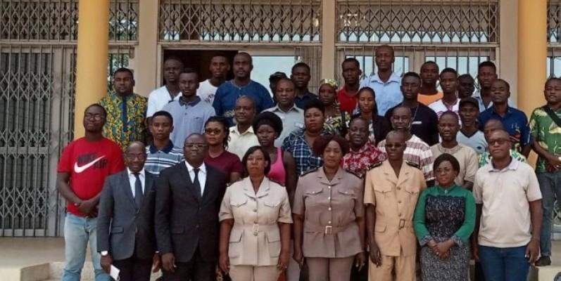 Les tenanciers des espaces publics ont posé avec les autorités après le lancement du concours.(DR)