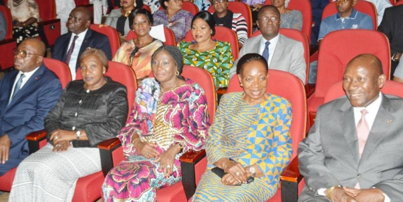 Pr. Henriette Dagri-Diabaté (2e à partir de la droite) lors de l'avant-première du film-documentaire retraçant sa vie. (Julien Monsan)