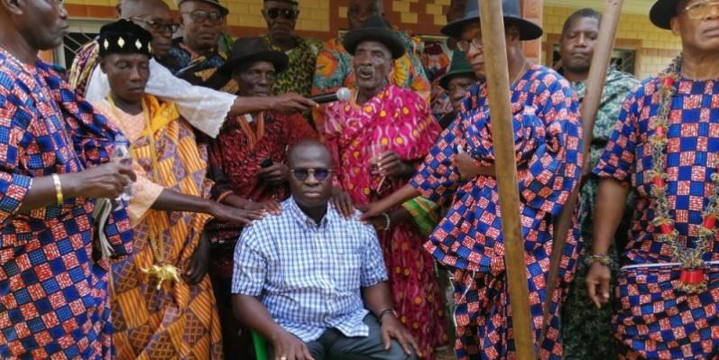 Les chefs Ahizi ont donné leur bénédiction au ministre Emmanuel Essis. (DR)
