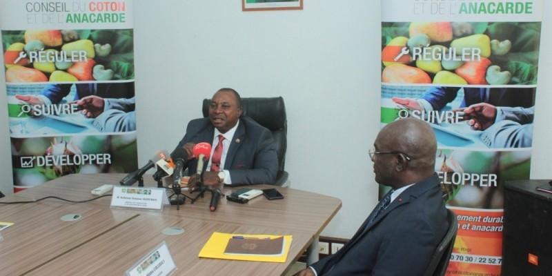 Le ministre de l'Agriculture et du Développement rural, Kobénan Kouassi Adjoumani (face),  a pris part à la cérémonie de lancement. ( DR).