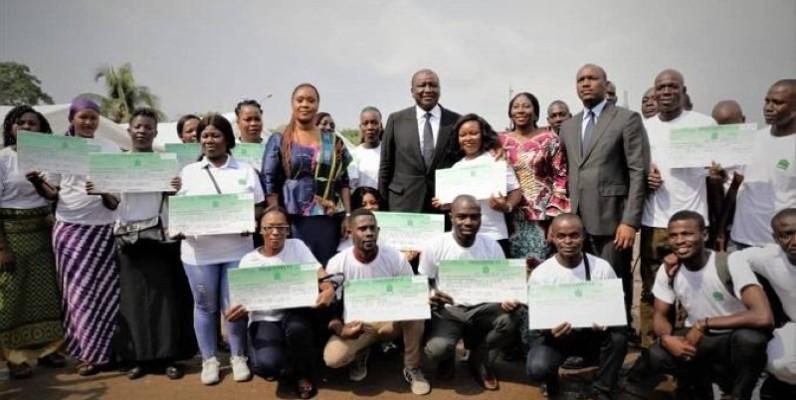 Un millier de jeunes de la commune d'Abobo ont reçu des chèques pour le financement de leurs projets. (DR)