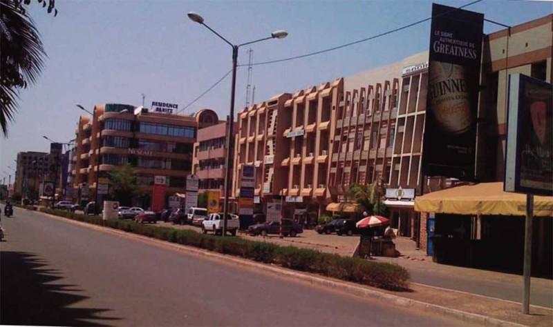 L'avenue Kwamé N'Krumah (Ph: Bledson Mathieu)