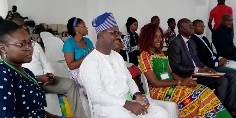 Les participants écoutant attentivement la présentation du bilan financier. (Edouard Koudou)