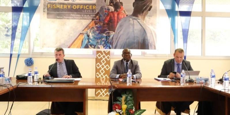 Commandant Abé Aké Lazare, directeur de l'Ismi (au centre) et ses partenaires de la coopération française espèrent à travers leurs actions, contribuer efficacement à la lutte contre la pêche illicite dans le golfe de Guinée. (DR)