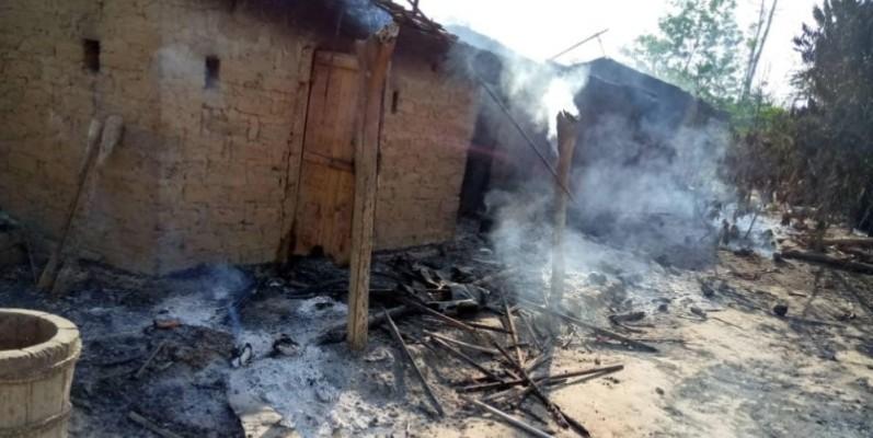 Le village a été entièrement incendié. (Saint-Tra Bi)
