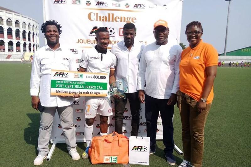 Le lauréat posant avec les représentants de l'Afi et de la Cie (DR)