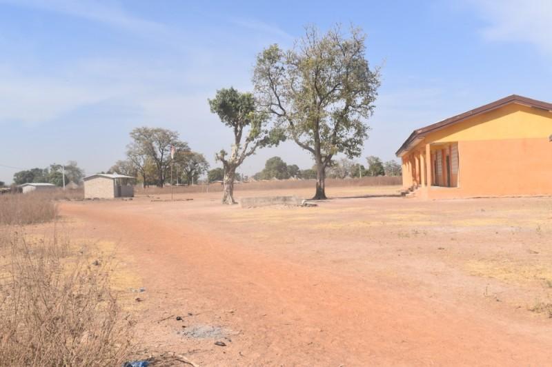 Le drapeu ivoirien trône sur le village