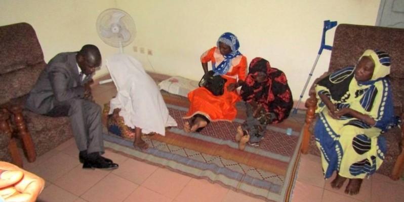 Le ministre Vagondo Diomandé dans la famille de feu Koné Vamara. (DGPN)