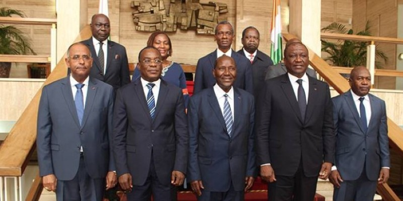 Le vice-président Kablan Duncan entouré de la délégation du FPI conduite par Affi N'Guessan. (Dr)
