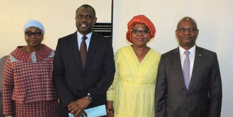 Namizata Fofana Binaté et Moussa Diabaté (de part et d'autre) ont félicité Stéphane Monney-Mouandjo et Dr Fatoumata Traoré Diop (2e et 3e à partir de la gauche) pour la qualité des échanges et l'encadrement dont ont bénéficié les participants. (DR)