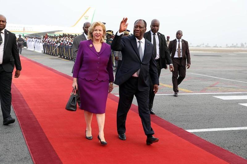 Alassane Ouattara, face à la presse, au Pavillon présidentiel, à son arrivée (Photo: BOSSON HONORE)