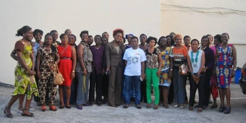 Photo de famille après l'Assemblée générale du Réseau des femmes journalistes et des professionnelles de la communication de Côte d'Ivoire. (Refjpci)