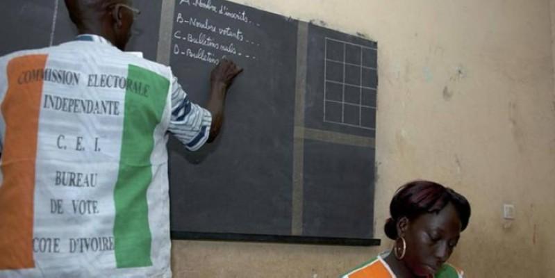 Le décompte des bulletins dans un bureau de vote. (DR)