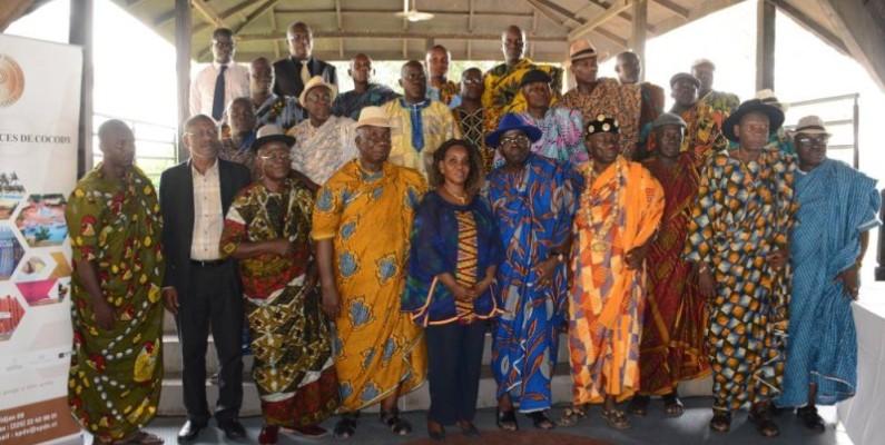 Les responsables de la SPDC et les chefs Tchaman après la cérémonie de présentations des voeux. (DR)