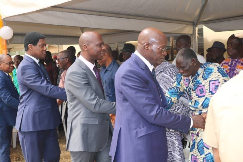 Les dirigeants de l'Agence foncière rurale dont le directeur général (au centre) ont tenu un langage de vérité aux représentants des populations. (DR)