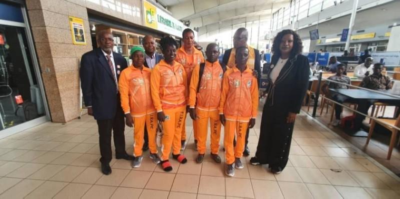 L'équipe ivoirienne entourée des premiers responsables de la Fédération ivoirienne de randonnée pédestre et du bien-être, veut faire honneur au pays, à Dakar. (DR)