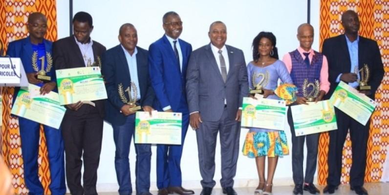 Les lauréats de la 3e édition du Concours de l'innovation agricole durable (Ciad) fiers de recevoir leurs lots. (DR)
