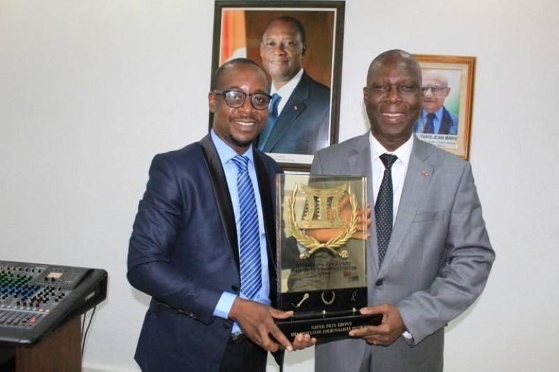 Le ministre Maurice Bandaman (à droite) a prodigué des conseils utiles à Serge Kolea pour la suite de sa carrière. (DR)